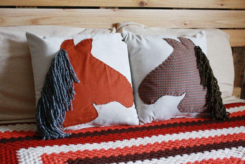 Horse_pillows_blog