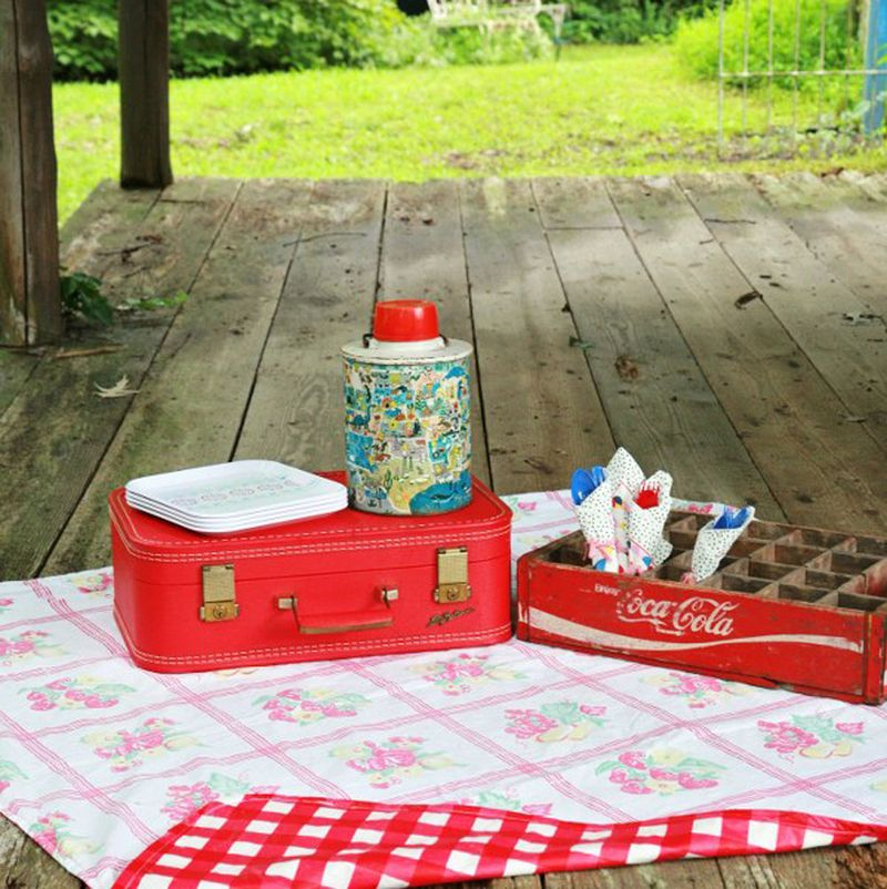 Picnic_tablecloth