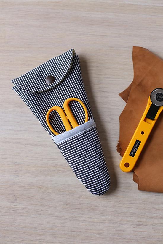 Scissor pouch