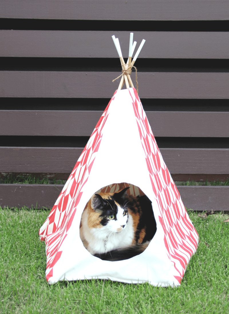 Use cubist cat fabric to craft a DIY Teepee