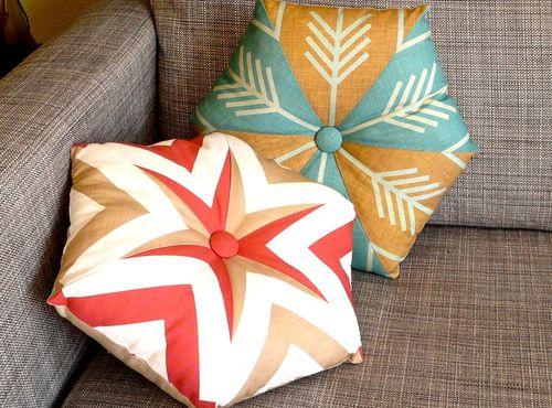 DIY kaleidoscope pillows using just a fat quarter