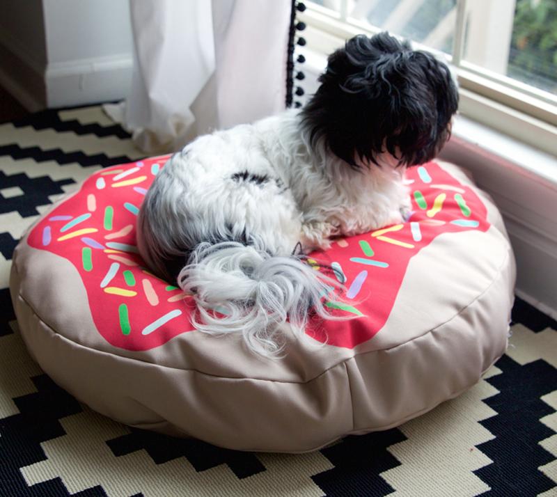 Doughnut dog bed