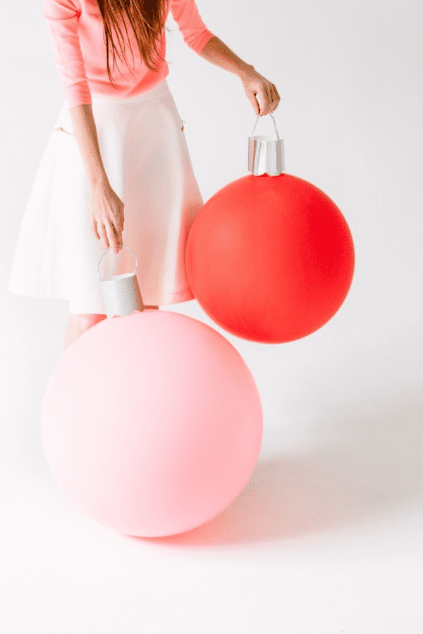 DIY-Giant-Ornament-Balloons