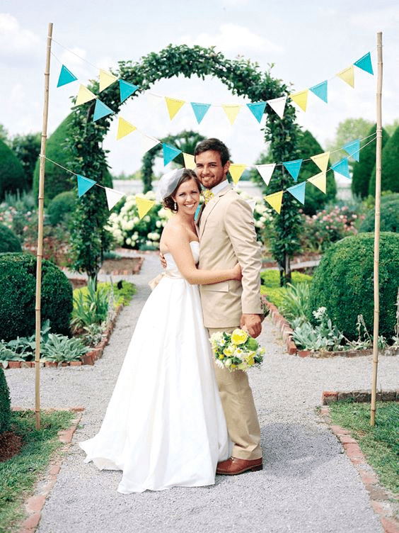 diy wedding bunting via SouthernWeddings.com