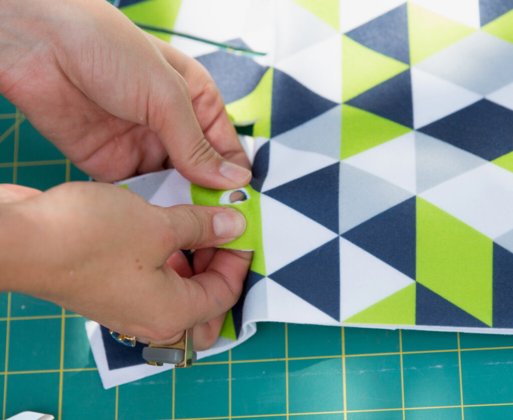 how to make a no-sew fleece blanket