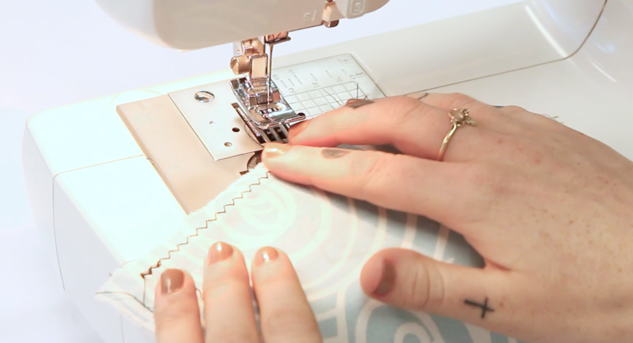 Spoonflower's Ultimate Sewing Guide - Zig Zag Stitch