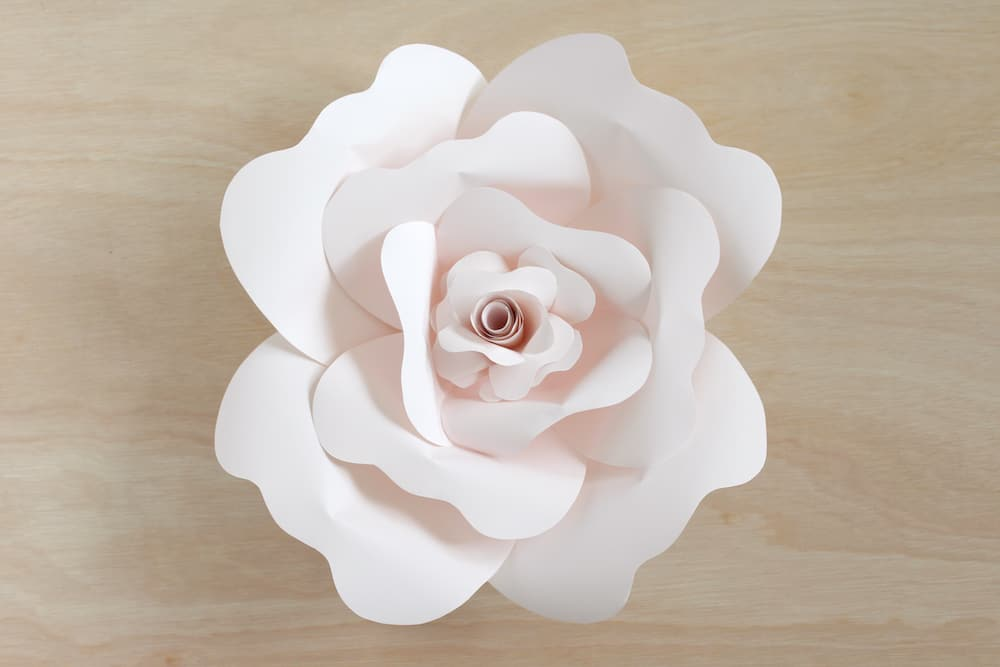 paper flower DIY rose instructions: gluing