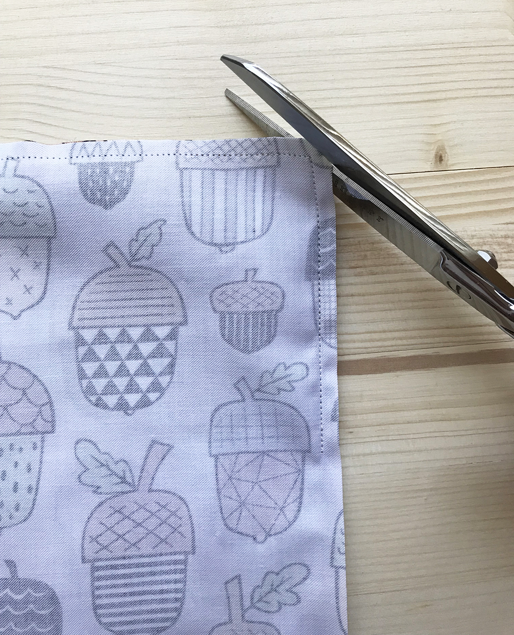 Trim the corners of the placemat | Spoonflower Blog