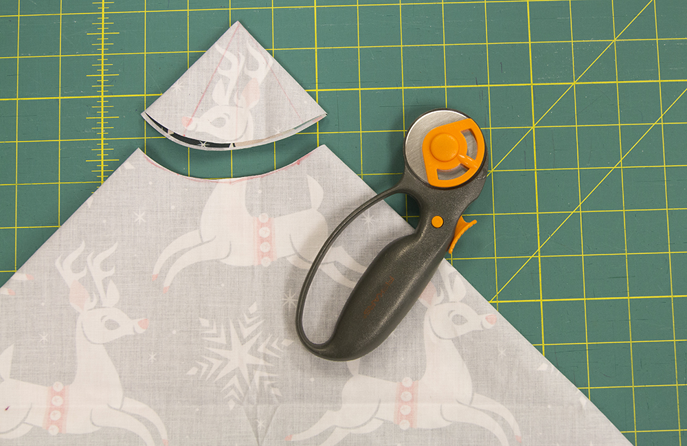 Measure a 2″ arch starting from the corner and cut off the excess fabric. | Spoonflower Blog