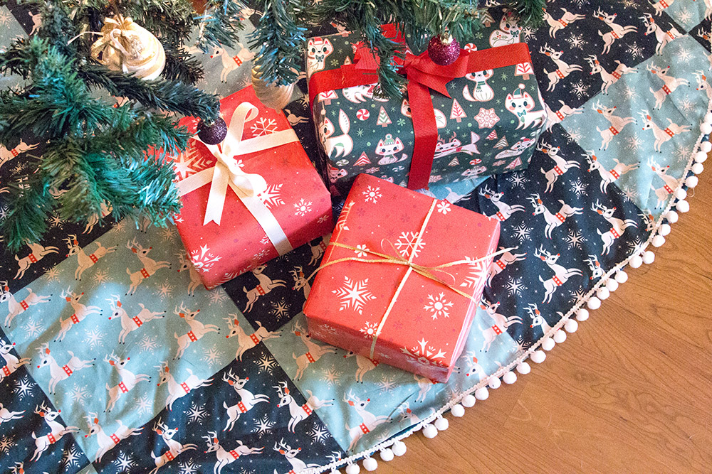Handmade Holiday How-To: DIY Christmas Tree Skirt | Spoonflower Blog