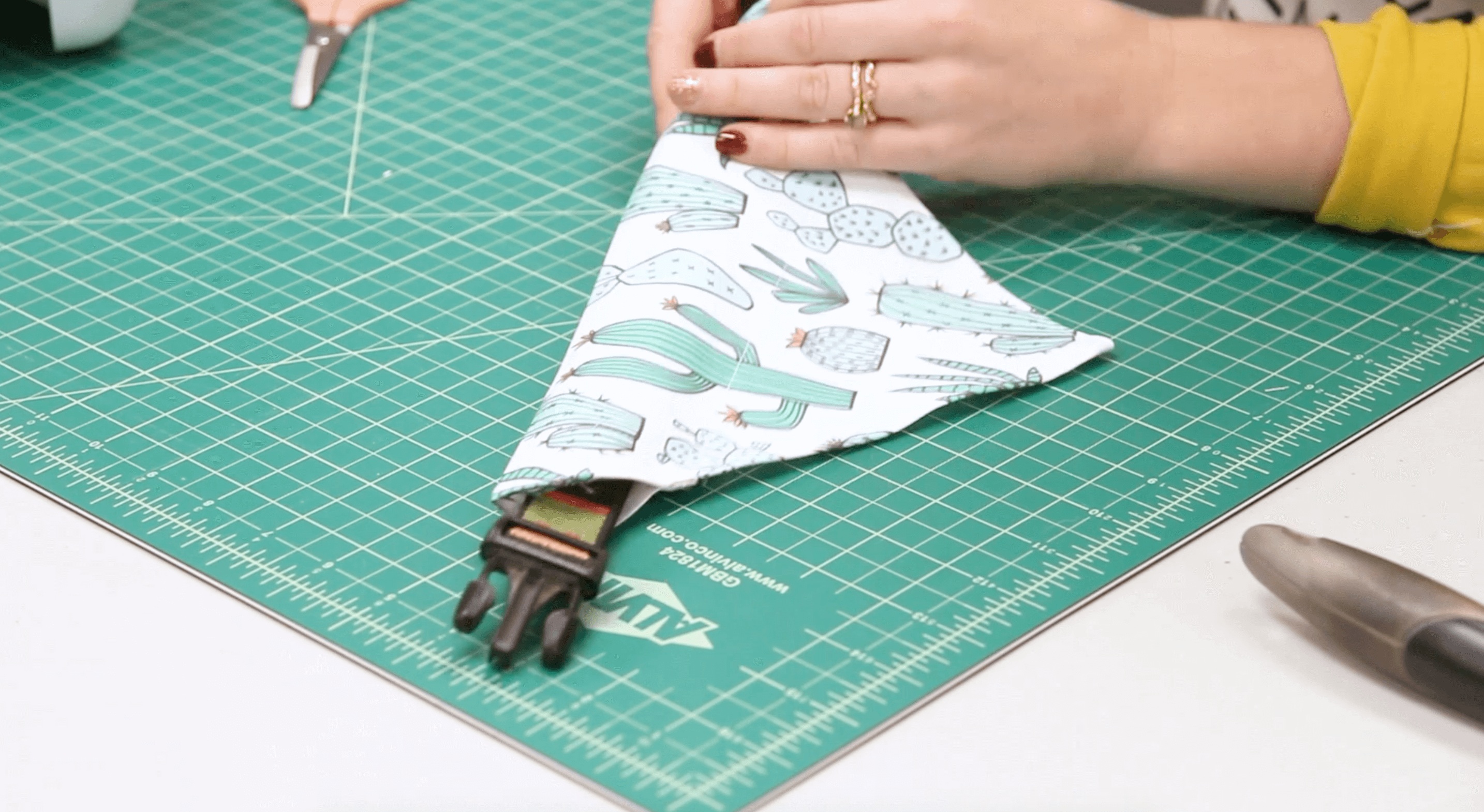 Easy Pet Bandanas - insert your pup's collar | Spoonflower Blog