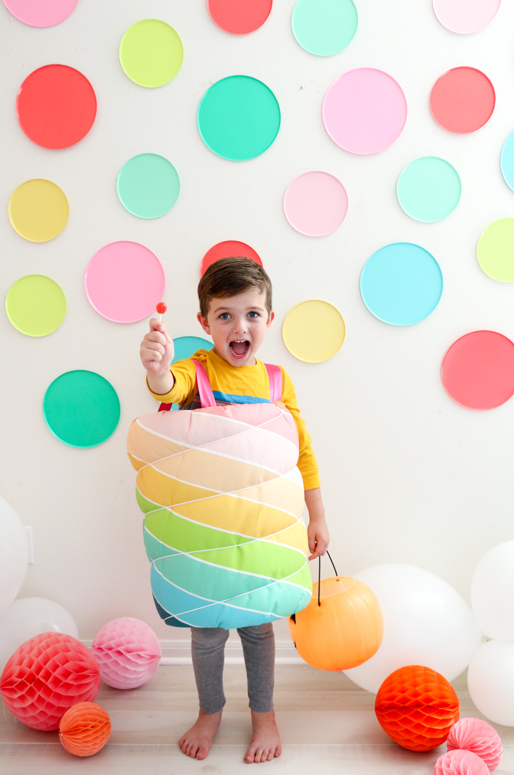 DIY-Anleitung (ohne Nähen) Faschingskostüm für Kinder: Regenbogen-Lolli