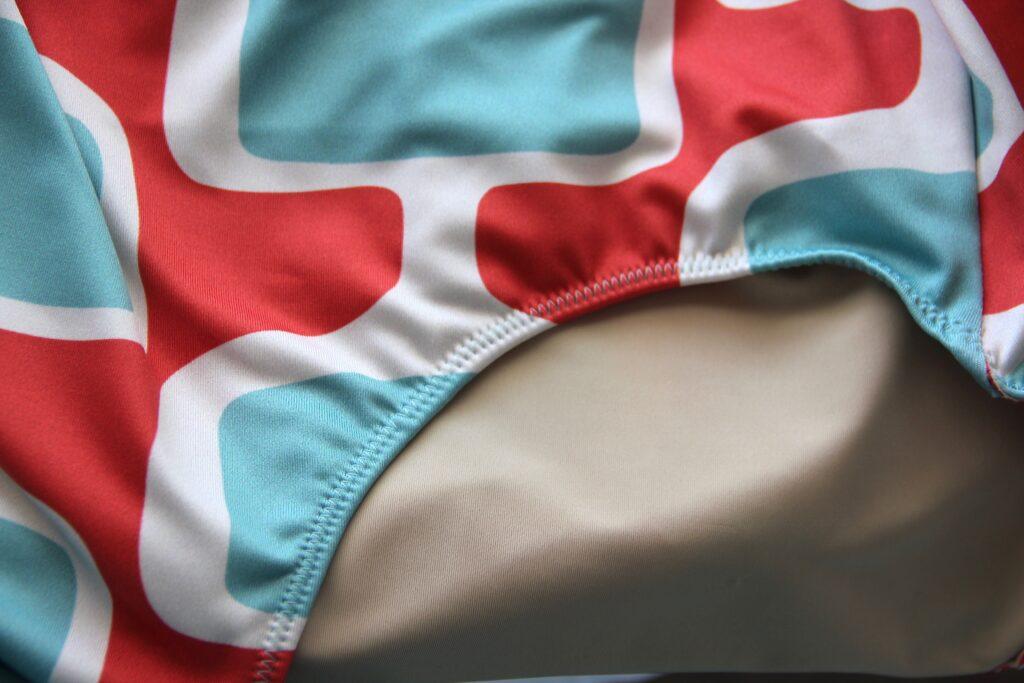 Das Verarbeiten deines Spoonflower Sport Lycra Badeanzug