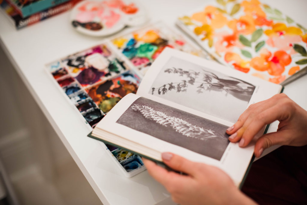 In the Studio with Watercolor Artist Juliet Meeks | Spoonflower Blog