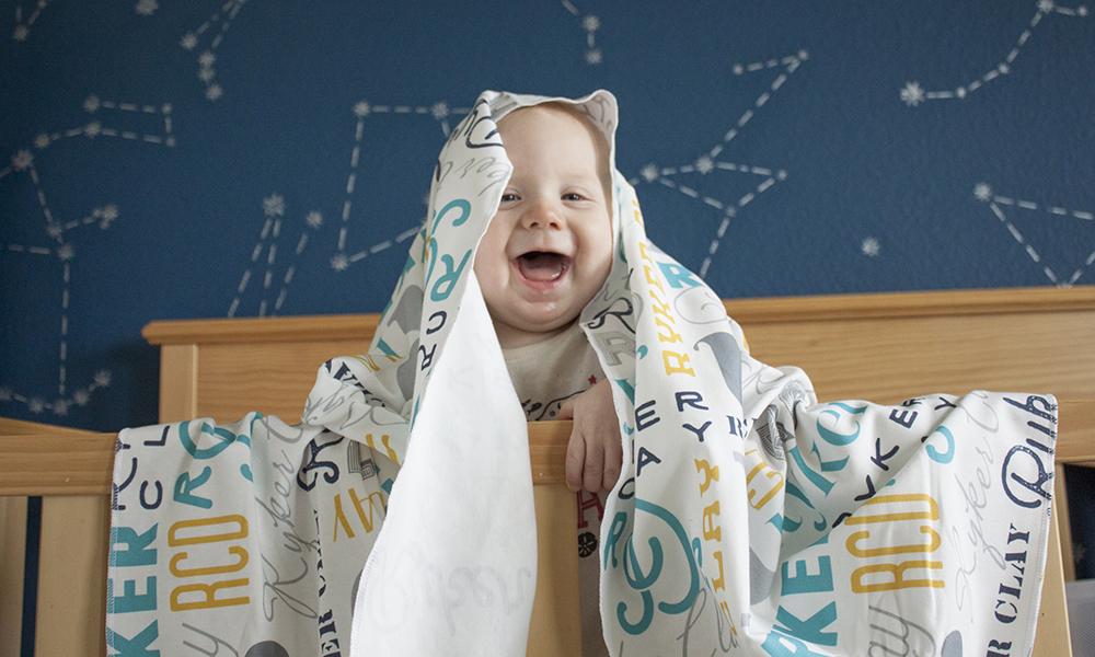 Babydecken von Pitter Patterned in Zusammenarbeit mit Spoonflower