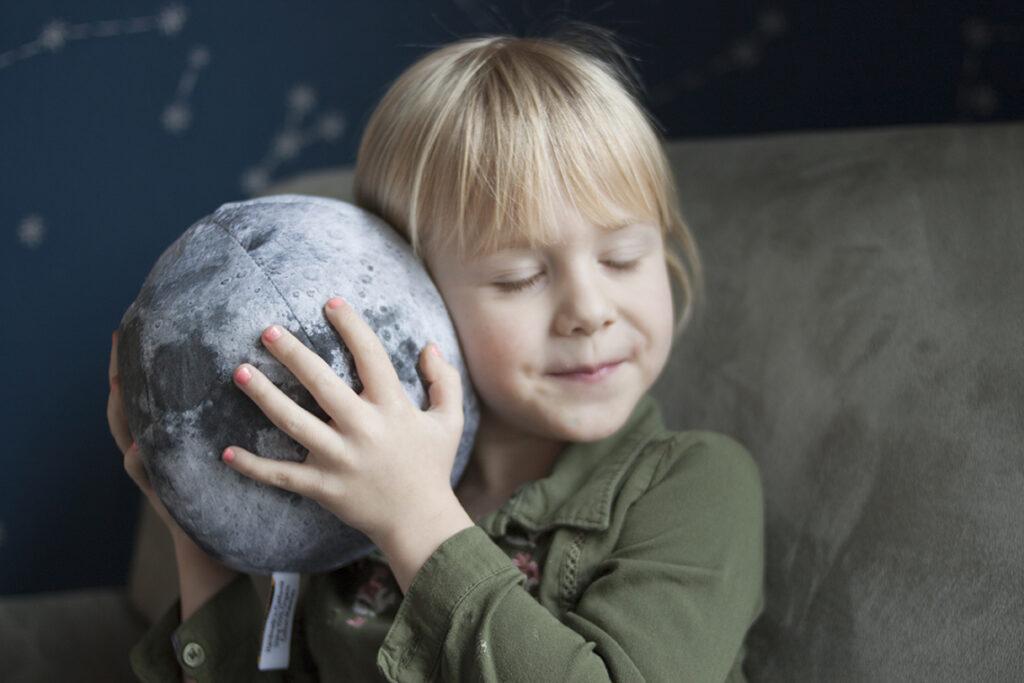 Kinderspielzeug von Pitter Patterned in Zusammenarbeit mit Spoonflower