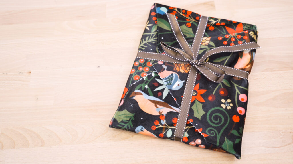 6 Ways to Wrap a Gift with Furoshiki - basic wrapping | Spoonflower Blog