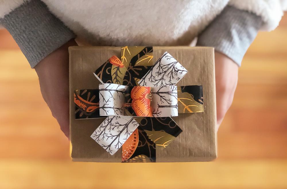 DIY gift bow | Spoonflower Blog