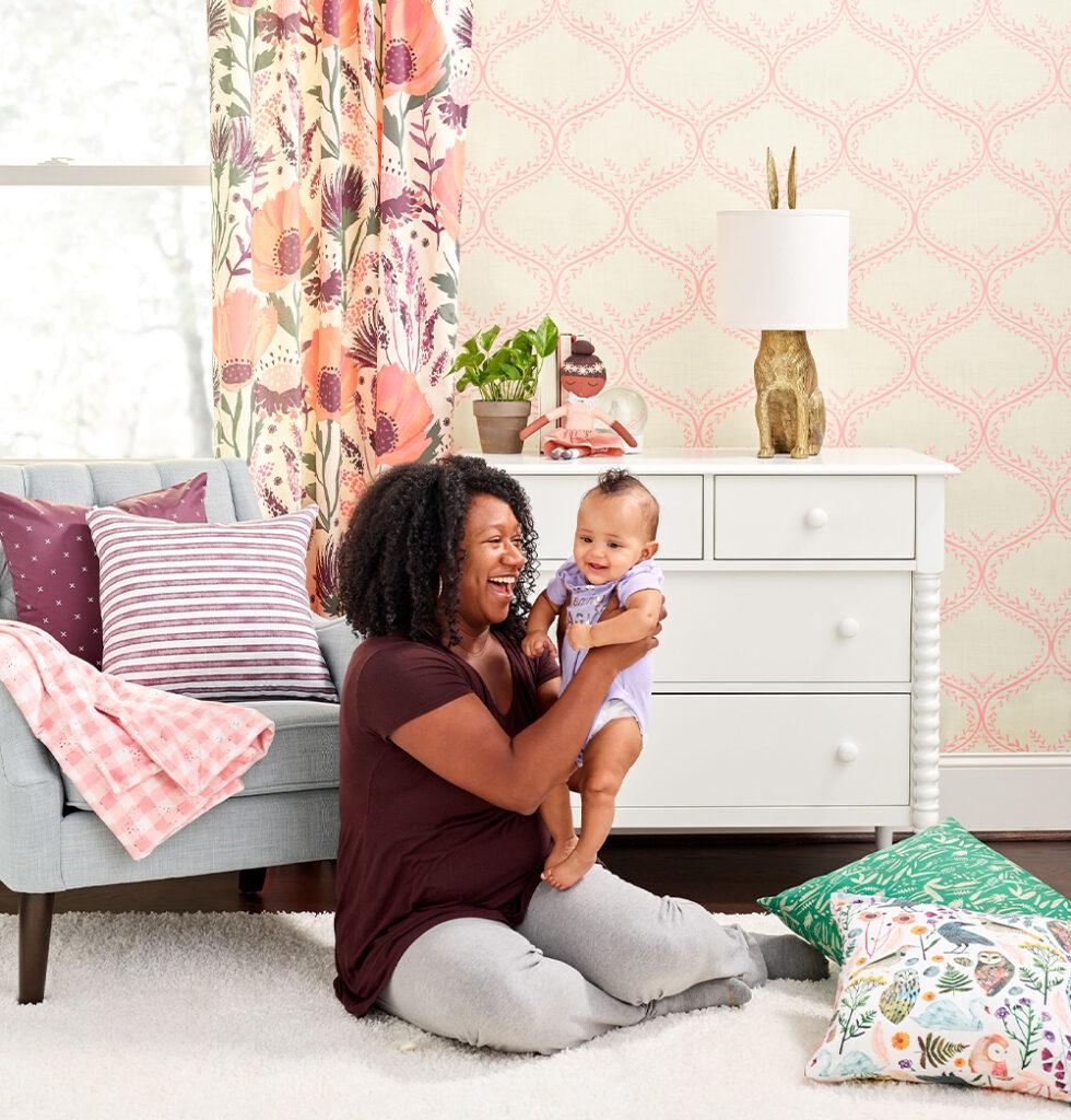 Mit weichen Farbtönen und verspielten Aquarellen fühlt sich diese Kollektion für ein Kinderzimmer frisch an.