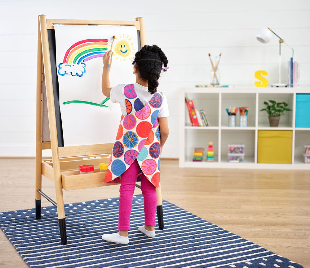 Try out this art smock (free pattern included!) to get creative with your children at home | Spoonflower Blog
