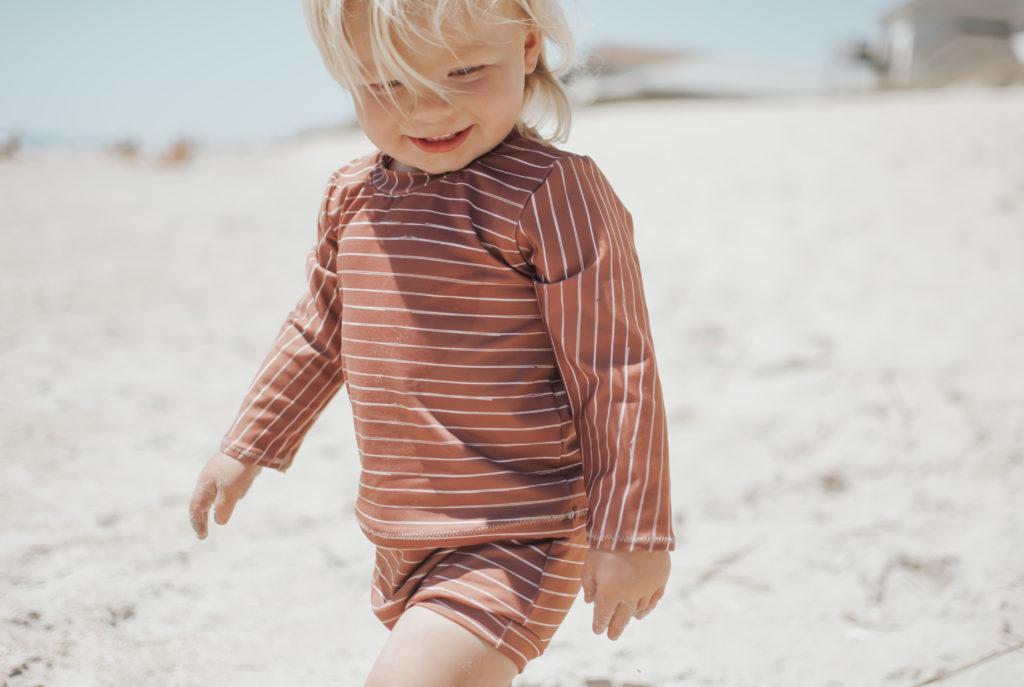 sommerliches kinder Badeoutfit aus Spoonflower Sport Lycra