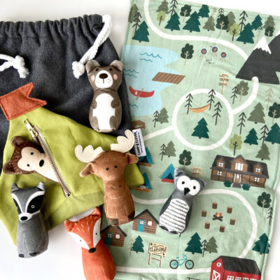 Children's play set with playmat and plush animals