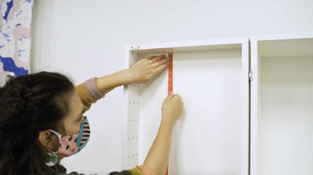 Schritt 2: Ausmessen und Zuschneiden deiner Tapete