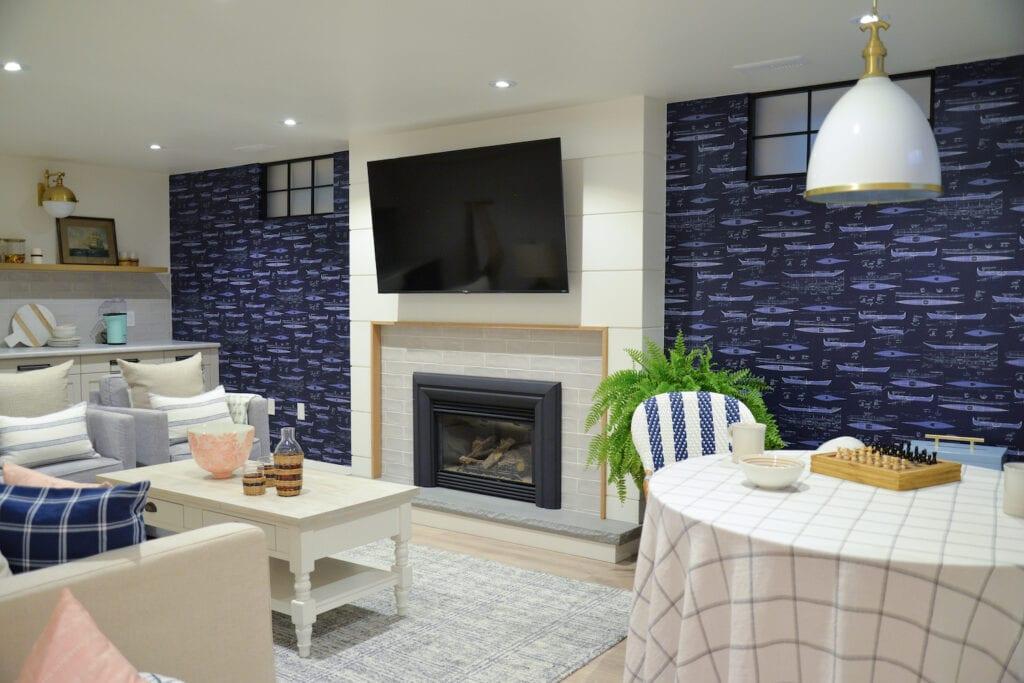 Blaue Tapete fürs Wohnzimmer