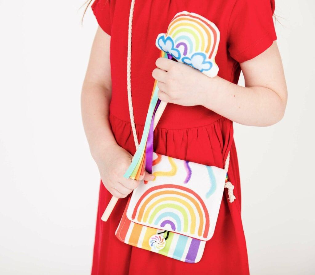 Eine Regenbogen Kindertasche aus Recyceltem Canvas