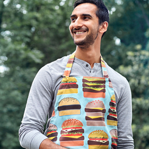 Eine DIY-Schürze mit Burger Motiv aus Recyceltem Canvas