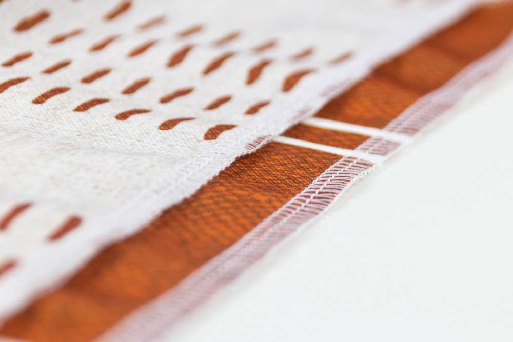 Die abgesteppten Little Arrow Stoffe auf Recyceltem Canvas gedruckt
