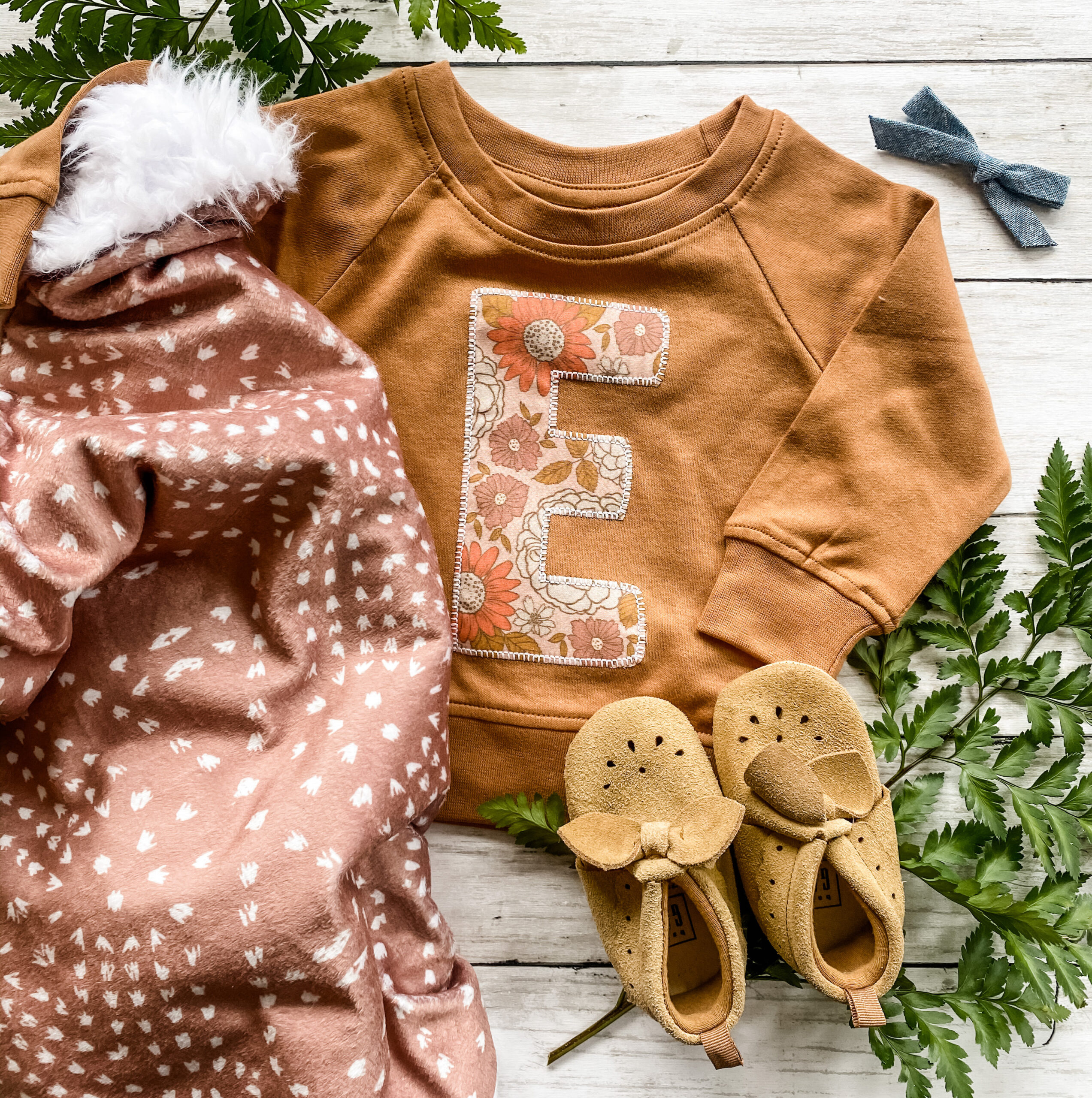 Custom monograms children's sweatshirt with the letter E and a Minky blanket