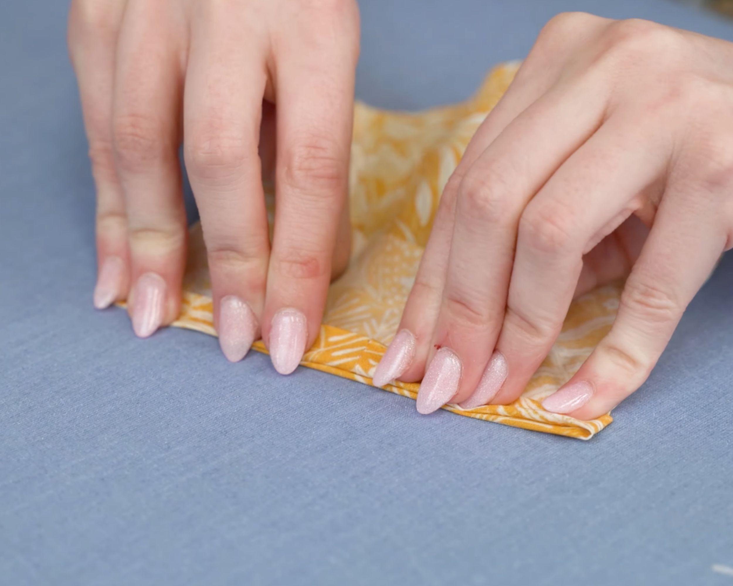 Hemming the sleeve's edge