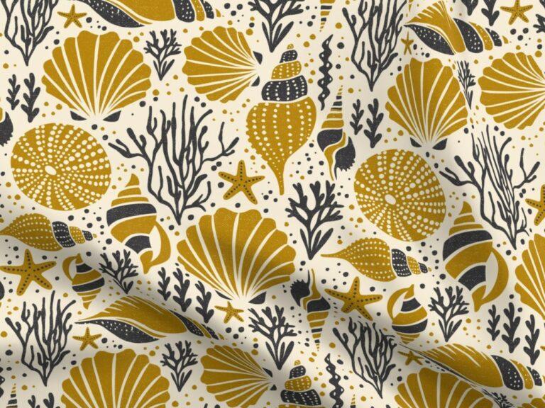 Design with gold seashells